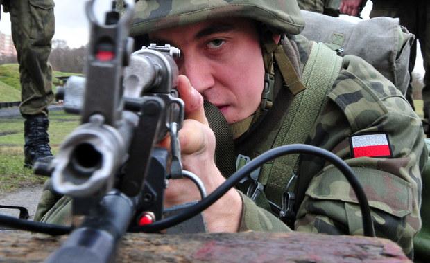 W poniedziałek rozpocznie się tegoroczna kwalifikacja wojskowa, która jest następczynią poboru. Ok. 240 tys. osób, przede wszystkim mężczyźni urodzeni w 1997 r., do 29 kwietnia będzie miało obowiązek stawienia się przed komisjami lekarskimi.