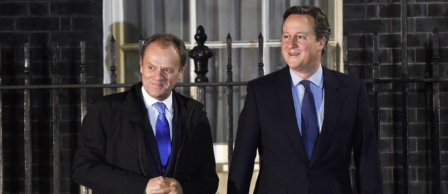 Negocjatorzy Wielkiej Brytanii i instytucji Unii Europejskiej spotkają się w poniedziałek w Brukseli i będą kontynuować prace nad porozumieniem ws. reformy wspólnoty - poinformował w nocy rzecznik brytyjskiego premiera Davida Camerona. Przedstawiciele obu stron mają za zadanie wypracować wspólne stanowisko m.in. dotyczące migracji w ramach Unii Europejskiej i zabezpieczeń dla państw pozostających poza strefą euro po tym, jak w niedzielę wieczorem niepowodzeniem zakończyły się rozmowy szefa brytyjskiego rządu z przewodniczącym Rady Europejskiej, Donaldem Tuskiem.