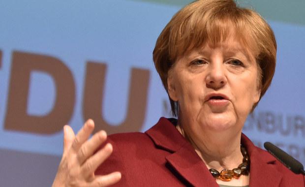 """""""Frankfurter Allgemeine Zeitung"""" uważa, że koalicja rządowa w Niemczech ostrożnie wycofuje się z dotychczasowej polityki wobec imigrantów. Dowodem na to jest niedawna wypowiedź kanclerz Angeli Merkel, w której wezwała Syryjczyków do powrotu po wojnie do domu."""