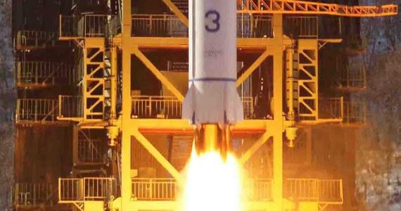 Premier Japonii Shinzo Abe zwrócił się do władz Korei Płn. o odstąpienie od planów wystrzelenia satelity. Taki krok - jak podkreślił - stałby w sprzeczności z rezolucją Rady Bezpieczeństwa ONZ, która zakazuje prób nuklearnych i balistycznych w Korei Płn.