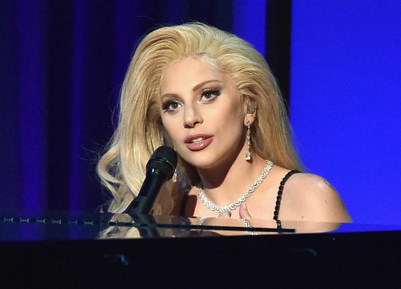 Ekscentryczna wokalistka Lady Gaga wykona podczas ceremonii rozdania nagród Grammy utwór będący hołdem dla zmarłego niedawno Davida Bowiego - poinformowali we wtorek (2 lutego) organizatorzy. Prestiżowe nagrody Grammy są odpowiednikiem Oscarów w muzyce rozrywkowej.