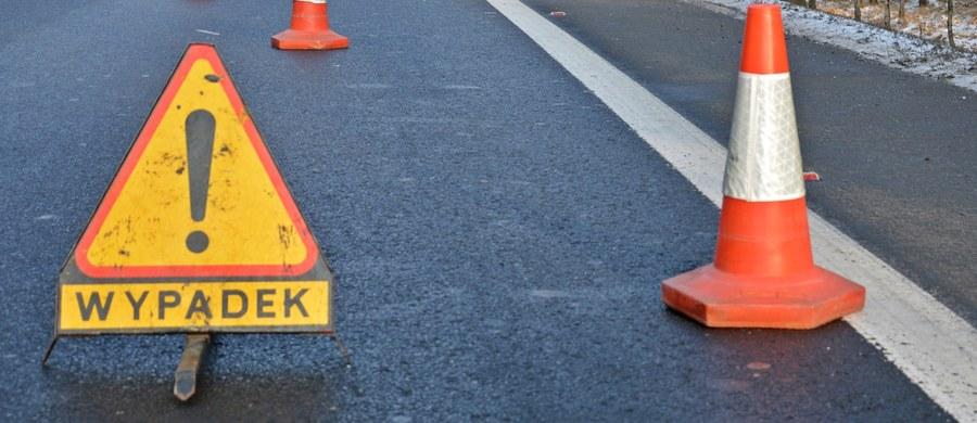 Cztery osoby zostały ranne w zderzeniu autobusu miejskiego z samochodem szkoły nauki jazdy w Ożarowie Mazowieckim. Do wypadku doszło na skrzyżowaniu Lipowej i Kilińskiego. Informację o tym zdarzeniu dostaliśmy na Gorącą Linię RMF FM.