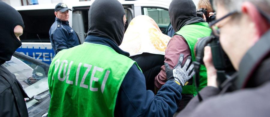 Niemiecka policja rozbiła w czwartek czteroosobową grupę islamskich terrorystów planujących zamach w Berlinie. Dwie osoby zatrzymano. Głównym podejrzanym jest 35-letni Algierczyk z ośrodka dla uchodźców w Attendorn w Nadrenii Północnej-Westfalii.