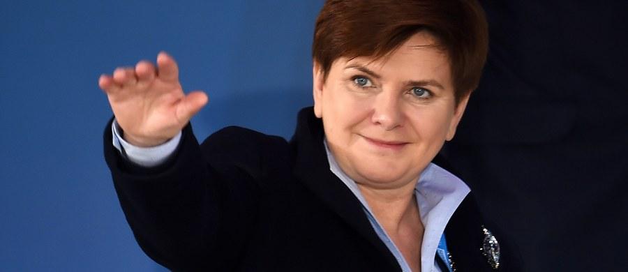 Projekt porozumienia między Wielką Brytanią a UE będzie kluczową kwestią podczas piątkowej wizyty brytyjskiego premiera Davida Camerona w Warszawie. Z szefową rządu Beatą Szydło będzie on rozmawiać m.in. o propozycji ograniczenia świadczeń socjalnych dla imigrantów.