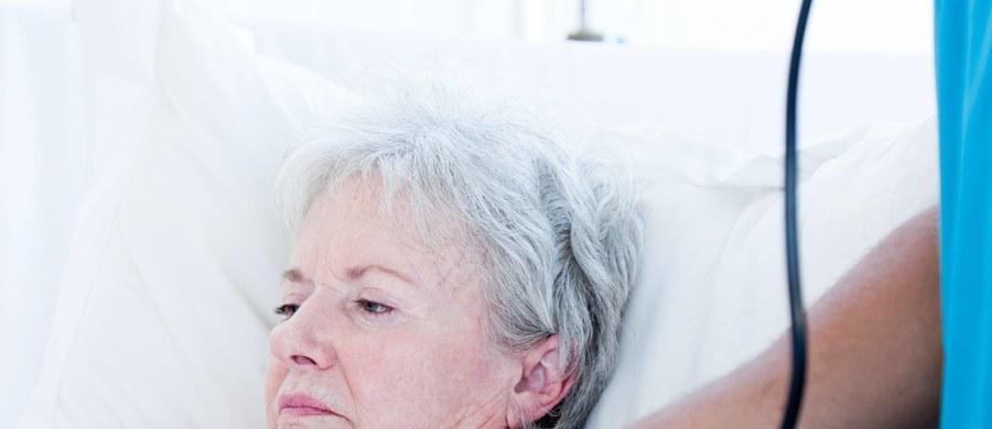 """Kobiety chorują na schorzenia sercowo-naczyniowe inaczej niż mężczyźni i mają gorsze rokowania, gdy cierpią na nadciśnienie, cukrzycę lub depresję. Mówił o tym prof. Krzysztof Narkiewicz z Gdańskiego Uniwersytetu Medycznego podczas spotkania zorganizowanego w ramach ogólnopolskiej kampanii społecznej """"Ciśnienie na życie"""", promującej kontrolowanie ciśnienia tętniczego krwi i leczenia w przypadku, gdy jest ono za wysokie."""