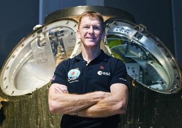 Jest fanem rugby i nie chce przegapić meczu Pucharu Sześciu Narodów. Obejrzy go w... kosmosie