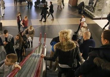 Groźny wypadek w centrum handlowym w Warszawie. Chciał ukraść kurtkę, spadł z piętra