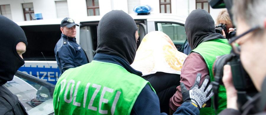 Hiszpańska policja aresztowała w niedzielę w Walencji, Alicante i eksklawie hiszpańskiej Ceuta w Maroku co najmniej siedem osób podejrzanych o związki z dżihadystami. Mieli oni współpracować z Al-Kaidą i Państwem Islamskim.