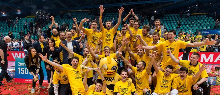 Siatkarze PGE Skry zdobyli Puchar Polski. W finałowym meczu we Wrocławiu pokonali Zaksę Kędzierzyn-Koźle 3:2 (12:25, 25:23, 22:25, 28:26, 19:17). To siódme w historii rozgrywek trofeum zespołu z Bełchatowa.