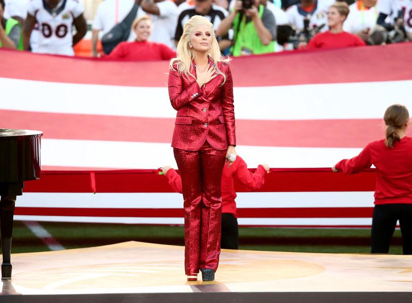 Zdaniem wielu obserwatorów to Lady Gaga była muzycznym najjaśniejszym punktem tegorocznego Super Bowl (7 lutego).