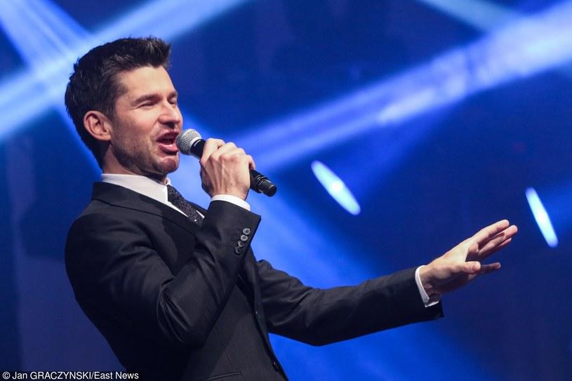 Swingujący kanadyjski wokalista Matt Dusk rusza w kwietniu w trasę koncertową po Polsce. Artysta rozpocznie swój tour 1 kwietnia w łódzkim klubie Wytwórnia, a później wystąpić ma także we Wrocławiu, w Poznaniu, Szczecinie, Gdyni i w Krakowie - poinformowali organizatorzy trasy.