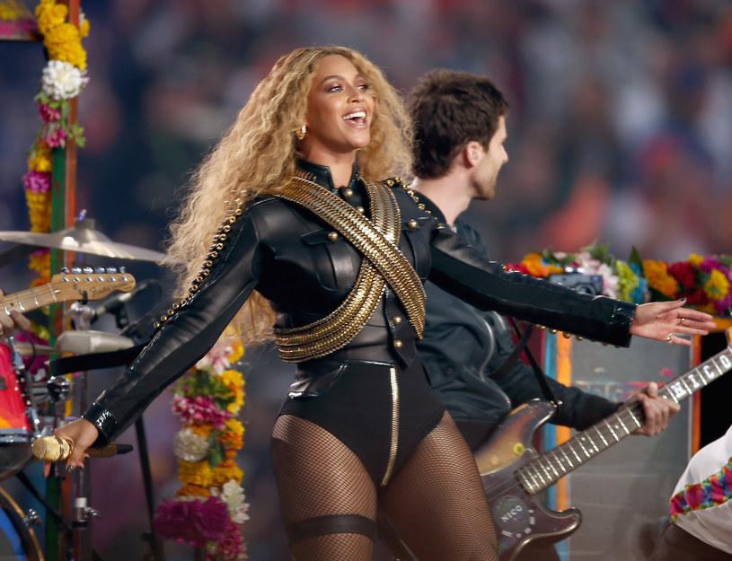 Nowy singel i teledysk Beyonce zrobił furorę w Ameryce. W kilka dni (premiera odbyła się 6 lutego) został on obejrzany ponad 16 milionów razy, a na temat numeru oraz występu na Super Bowl wypowiedział się nawet były burmistrz Nowego Jorku, Rudy Guliani.