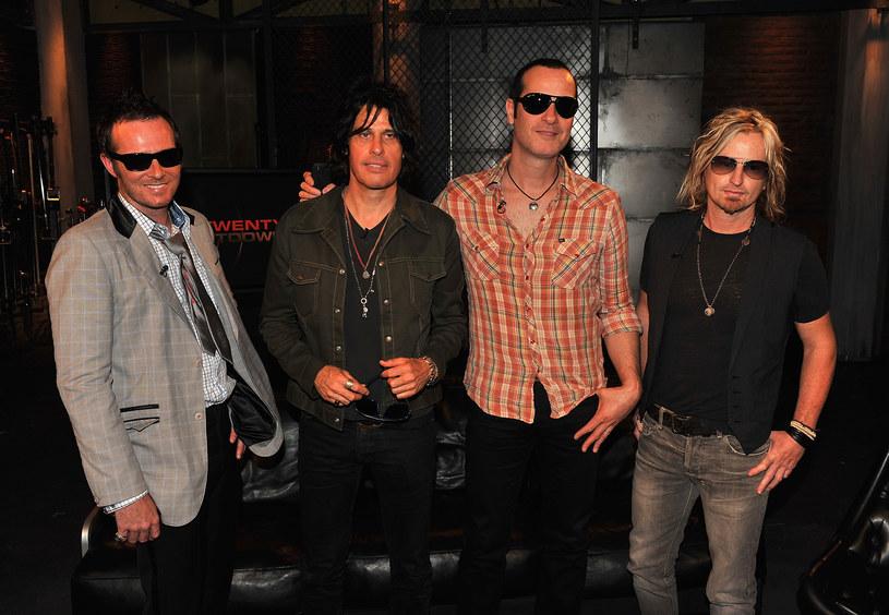 Amerykańska grupa Stone Temple Pilots oficjalnie ogłosiła, że poszukuje nowego wokalisty w związku z tym, że Chester Bennington ostatecznie poświęcił się Linkin Park.