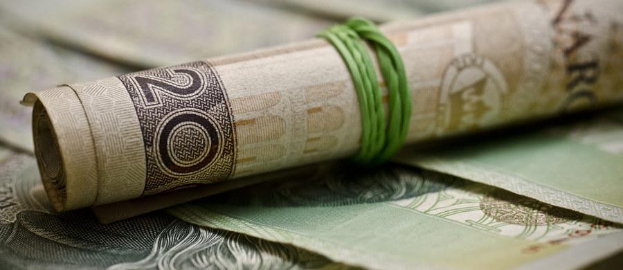 Narodowy Bank Polski wieszczy potężne kłopoty dla całej gospodarki, jeżeli w życie wejdzie prezydencki projekt ustawy o pomocy frankowym kredytobiorcom. Zdaniem NBP, bezpośrednie koszty tej ustawy dla samych banków to 44 miliardy złotych, przy 11 miliardach rocznego zysku w tym sektorze. Do tego trzeba doliczyć straty w pozostałych częściach gospodarki.