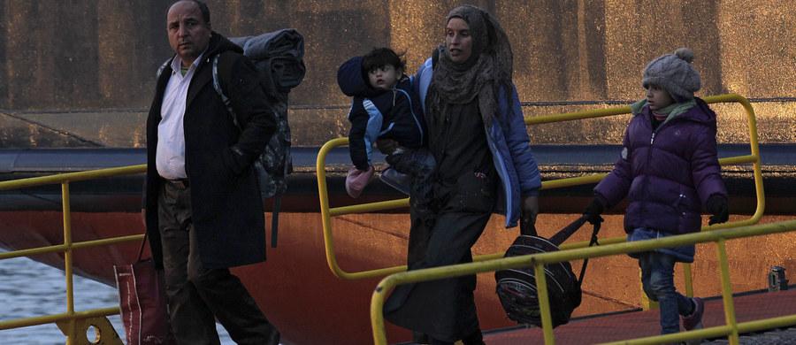 Niemcy, Grecja i Turcja wezwały pozostałe kraje NATO, by zgodziły się na udział Sojuszu w walce z bandami przemytników ludzi na Morzu Egejskim - poinformowały w środę późnym wieczorem w Brukseli niemieckie źródła rządowe. Misja miałaby charakter obserwacyjny.