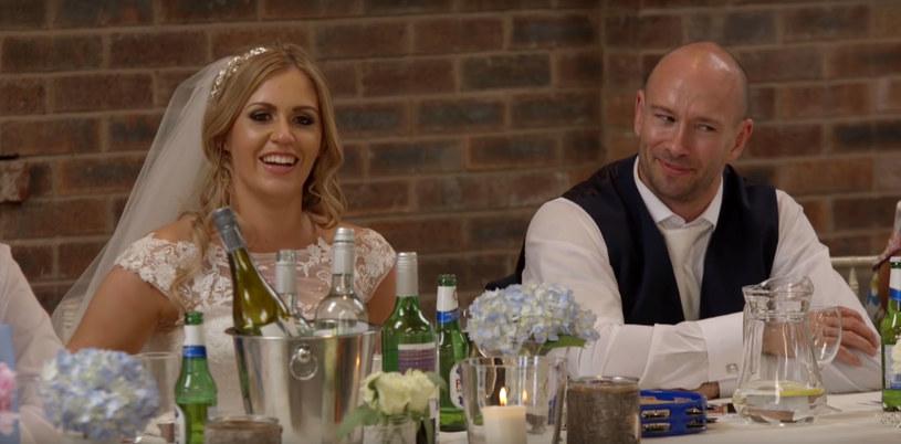 """Rachel Winterbottom wpadła na idealny pomysł jak wyjść z klasą z przemawiania na weselu. Jej wersja """"Ice Ice Baby"""" Vanilla Ice przy okazji podbiła sieć."""