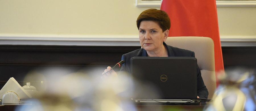 """Premier Beata Szydło określiła w wywiadzie dla piątkowego """"Bilda"""" relacje polsko-niemieckie jako znakomite, ale wytknęła Niemcom, że niektóre decyzje podejmowane są czasami ponad głowami Polaków. Jej zdaniem w polityce migracyjnej Berlin popełnił błędy."""