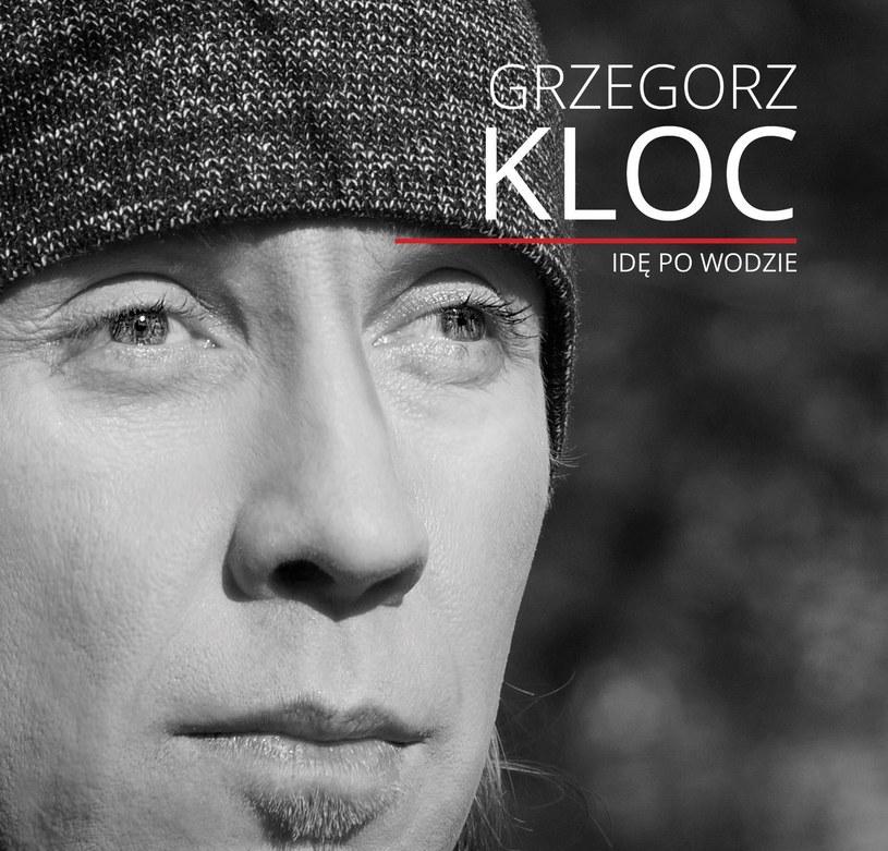"""12 lutego do sprzedaży trafia koncertowe wydawnictwo DVD+CD """"Idę po wodzie"""" Grzegorza Kloca."""