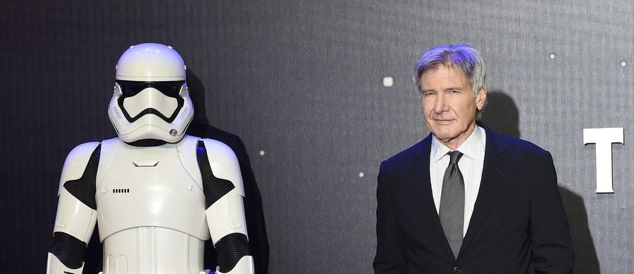 """Producent siódmej części """"Gwiezdnych wojen"""" - firma Foodles Production (UK) - została pozwana przez brytyjski urząd regulujący bezpieczeństwo i higienę pracy. Oskarżenie dotyczy wypadku, jakiemu uległ na planie filmowym amerykański aktor - Harrison Ford. Doszło do niego w czerwcu 2014 roku."""