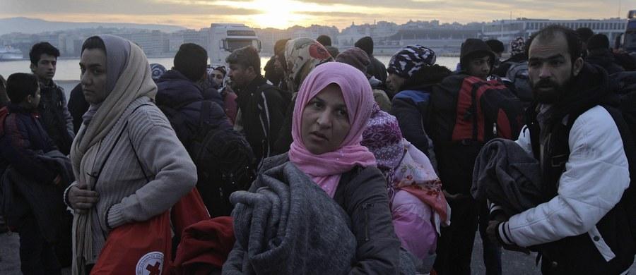 Kryzys migracyjny w Unii Europejskiej da się rozwiązać tylko poprzez deportację imigrantów ekonomicznych, a także przybyłych wraz z uchodźcami islamskich fanatyków religijnych - oświadczył w piątek czeski prezydent Milosz Zeman.