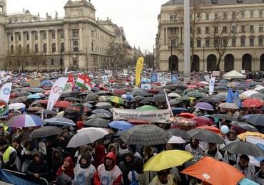 """""""Orban precz!"""" - tysiące protestowały w Budapeszcie przeciwko zmianom w oświacie"""