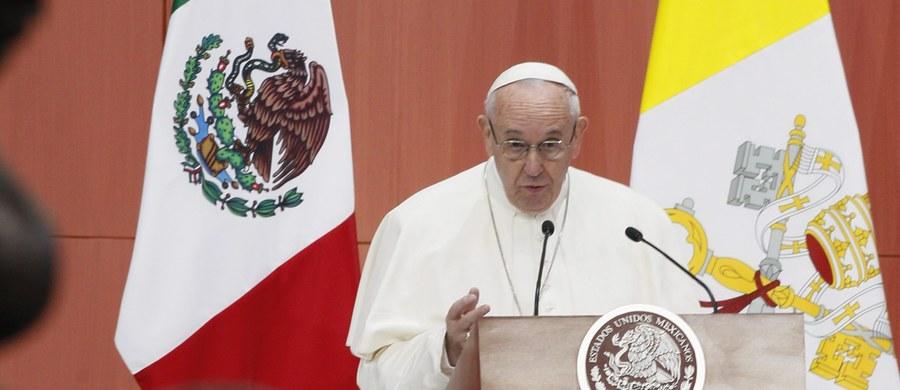 Papież Franciszek w swoim pierwszym przemówieniu w Meksyku wymienił jakie są według niego największe problemy tego kraju – korupcja, przemoc, handel narkotykami i ludźmi oraz porwania. Dodał, że potrzeba tam pokoju i sprawiedliwości.