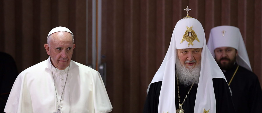 Nie wszystkim spodobało się spotkanie papieża Franciszka z patriarchą moskiewskim Cyrylem. Komentatorzy i ukraińscy duchowni prawosławni spoza Patriarchatu Moskiewskiego skrytykowali wyniki spotkania. Duchowni katoliccy na Ukrainie dotychczas nie zabrali głosu.