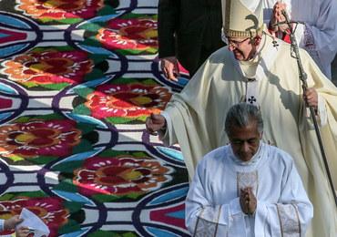 Papież: Wierni nie mogą dać się pokonać przez ból i smutek