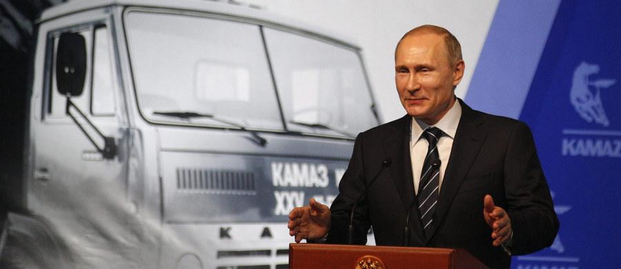 Prezydenci Rosji i Stanów Zjednoczonych Władimir Putin i Barack Obama pozytywnie ocenili wynik rozmów, które mają doprowadzić do wstrzymania działań wojennych i przełamać impas w syryjskim konflikcie - poinformowała w niedzielę służba prasowa Kremla. W komunikacie podkreślono, że rozmowa odbyła się z inicjatywy Waszyngtonu. Poruszono w niej także m.in. kwestie walki z tzw. Państwem Islamskim i sytuacji na Ukrainie.
