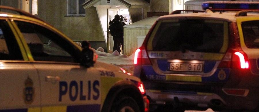 Szwedzka policja aresztowała mężczyznę podejrzanego o zabicie jednej osoby i ranienie trzech podczas zamieszek w ośrodku dla osób oczekujących na przyznanie azylu w Ljusne niedaleko Soderhamn, ok. 240 km na północ od Sztokholmu.