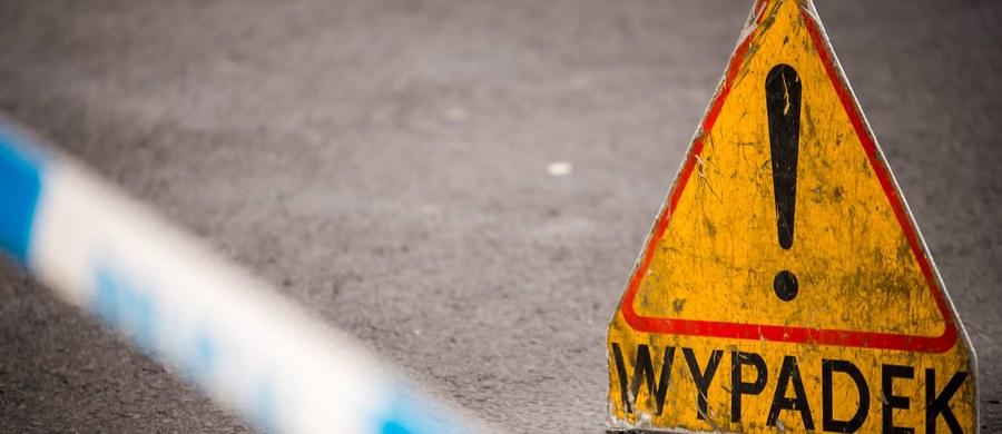 Matka z dwojgiem dzieci potrącona na przejściu dla pieszych w centrum Garwolina na Mazowszu. Kobieta oraz jej 10- i 12-letnie dzieci trafiły do szpitala.