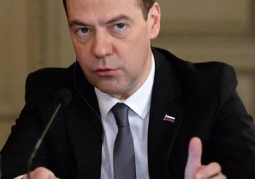 """Dmitrij Miedwiediew straszy """"długą wojną na pełną skalę"""""""