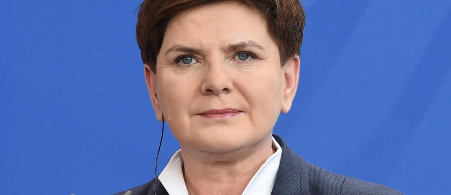 Przytoczone argumenty budzą zdziwienie, są wynikiem braku rzetelnej informacji - tak polska premier odpowiedziała na list trzech amerykańskich senatorów. Politycy wezwali w liście rząd Beaty Szydło, by potwierdził wierność zasadom OBWE i UE, w tym poszanowania demokracji.
