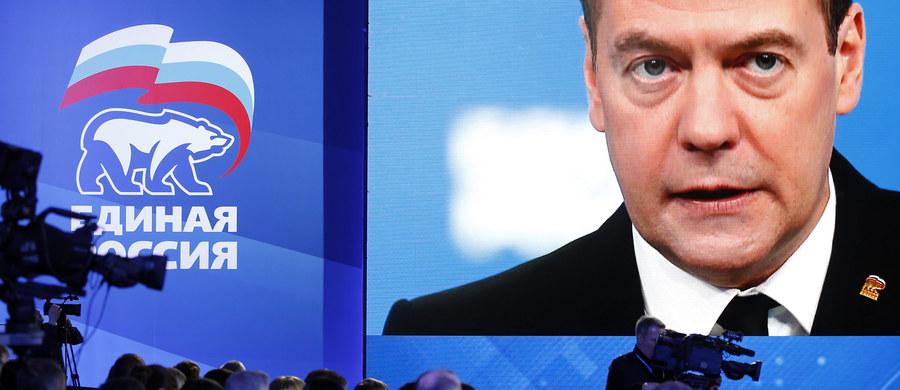 """Rosyjski premier Dmitrij Miedwiediew w wywiadzie dla amerykańskiego tygodnika """"Time"""" wyraził przekonanie, że plan dla Syrii uzgodniony w zeszłym tygodniu, w przededniu Monachijskiej Konferencji Bezpieczeństwa, nie powstrzyma wojny w tym kraju. Przestrzegł jednocześnie USA i ich arabskich sojuszników przed wysyłaniem do Syrii wojsk lądowych. """"Nie zapominajmy, co się stało w Afganistanie"""" - powiedział nawiązując do amerykańskiej inwazji z 2001 roku."""