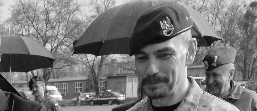 Nie żyje Sławomir Berdychowski, przyjaciel generała Sławomira Petelickiego, były komandos GROM i twórca elitarnej jednostki Agat. Okoliczności jego śmierci nie są znane. Oficera znaleziono w lesie, z raną postrzałową głowy. Śledztwo w tej sprawie wszczęła prokuratura wojskowa.