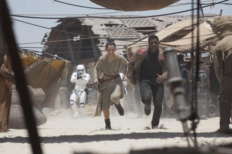 """W poniedziałek, 15 lutego, w londyńskim Pinewood Studios rozpoczęły się zdjęcia do kolejnej części """"Gwiezdnych wojen"""", filmu """"Star Wars: Episode VIII""""."""