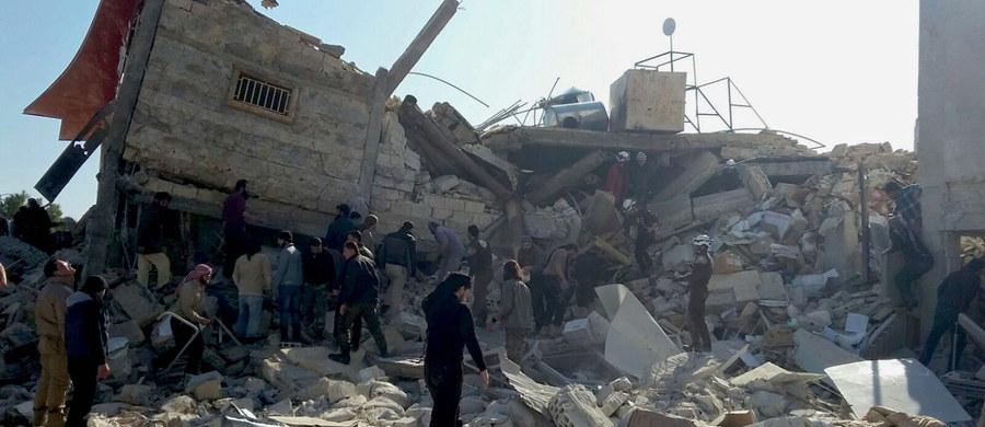 Prawie 50 cywilów, w tym wiele dzieci, zginęło w atakach na co najmniej pięć placówek medycznych i dwie szkoły w Aleppo i Idlibie, na północy Syrii - poinformowała Organizacja Narodów Zjednoczonych. Najprawdopodobniej zrzucone pociski to rosyjskie rakiety balistyczne.
