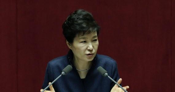 """Jeśli Korea Północna nie porzuci swojego programu nuklearnego, kraj ten czeka upadek - powiedziała w parlamencie prezydent Korei Południowej Park Geun Hie. Jak dodała, kraj musi podjąć """"silniejsze i bardziej skuteczne kroki"""", aby uzmysłowić Korei Północnej, że realizacja jej nuklearnych ambicji tylko przyspieszy upadek reżimu."""