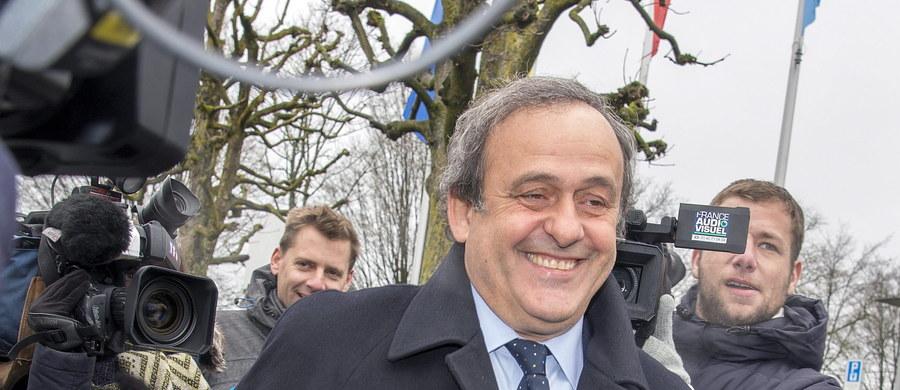 """Osiem godzin trwało przesłuchanie zawieszonego na osiem lat szefa Europejskiej Unii Piłkarskiej (UEFA) Michela Platiniego przez Komisję Odwoławczą Międzynarodowej Federacji Piłki Nożnej (FIFA). """"Jestem zadowolony z przebiegu spotkania"""" - powiedział Francuz."""