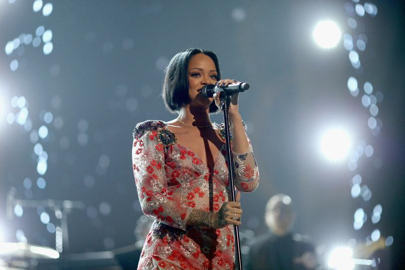 """Rihanna miała uświetnić galę Grammy wykonaniem utworu """"Kiss It Better"""". Jednak do tego nie doszło, gdyż wokalistka się rozchorowała."""