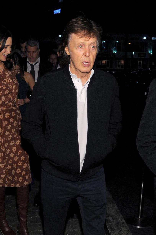 Do niebywałej sytuacji doszło przed klubem Argyle w Los Angeles, gdzie odbywała się jedna z imprez po ceremonii rozdania nagród Grammy. Do budynku nie wpuszczono bowiem Paula McCartneya, Taylora Hawkinsa i Becka.