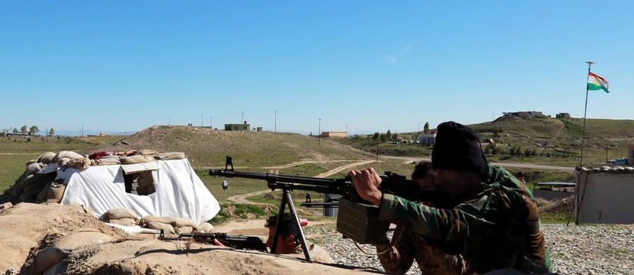 Departament Stanu USA oświadczył w środę, że zapoznał się z doniesieniami o zaginięciu w rejonie Basry na południu Iraku materiału radioaktywnego. Nie widzi jednak oznak, by w jego posiadanie weszło Państwo Islamskie lub inne ugrupowanie terrorystyczne.