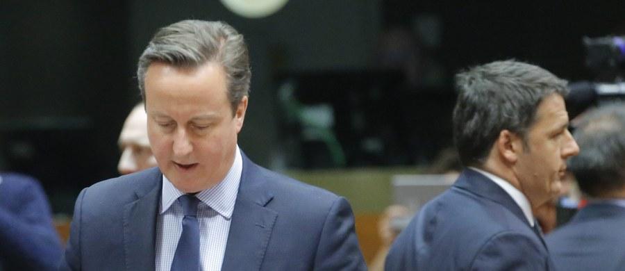 Po kilku godzinach rozmów podczas szczytu UE, na którym uzgodnione ma zostać porozumienie w sprawie warunków dalszego członkostwa Wielkiej Brytanii w Unii, postęp w negocjacjach jest niewielki - wynika z informacji przekazanych przez źródła unijne. W pierwszej fazie spotkania, które odbywa się w czwartek wieczorem w Brukseli, wszyscy przywódcy zabrali głos wskazując na problemy, jakie stwarzają dla nich konkretne propozycje będące zrębami kompromisu między Londynem a resztą państw UE.
