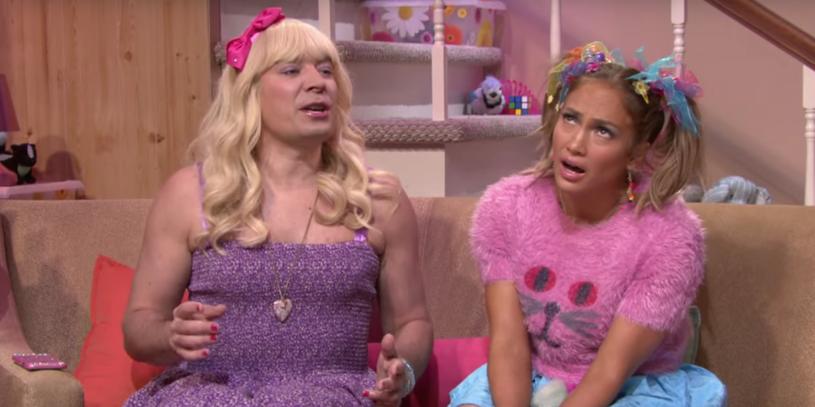 """Jennifer Lopez była gościem skeczu """"Ew!"""" w programie """"The Tonight Show Starring Jimmy Fallon"""". Na jego potrzeby wokalistka została przebrana za nastolatkę."""