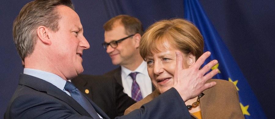 """""""Wyjście Wielkiej Brytanii z Unii Europejskiej to byłby wielki wstrząs. To jest nieopłacalne dla żadnego kraju w chwili obecnej, będącego członkiem unii"""" – mówi gość """"Dania do Myślenia"""" w RMF Classic, politolog i ekonomista Martin Dahl. Jego zdaniem """"David Cameron jest w bardzo trudnej sytuacji, bo stawkę podbił prowadząc dosyć eurosceptyczną politykę na potrzeby wewnętrzne"""". """"Teraz nie ma innego wyjścia, jak przedstawić się jako bardzo silny przywódca, który wynegocjuje dla Wielkiej Brytanii dobre rozwiązanie"""" – dodaje gość RMF Classic. """"Brakuje nam wspólnej europejskiej solidarności. Często zapominamy o tym, czym jest Unia Europejska i czemu ona służyła i zmierzamy w kierunku debaty dotyczącej tego, co jest złego w UE"""" – uważa Dahl. Jego zdaniem """"staramy się doszukiwać elementów, które jeszcze bardziej dzielą unię""""."""