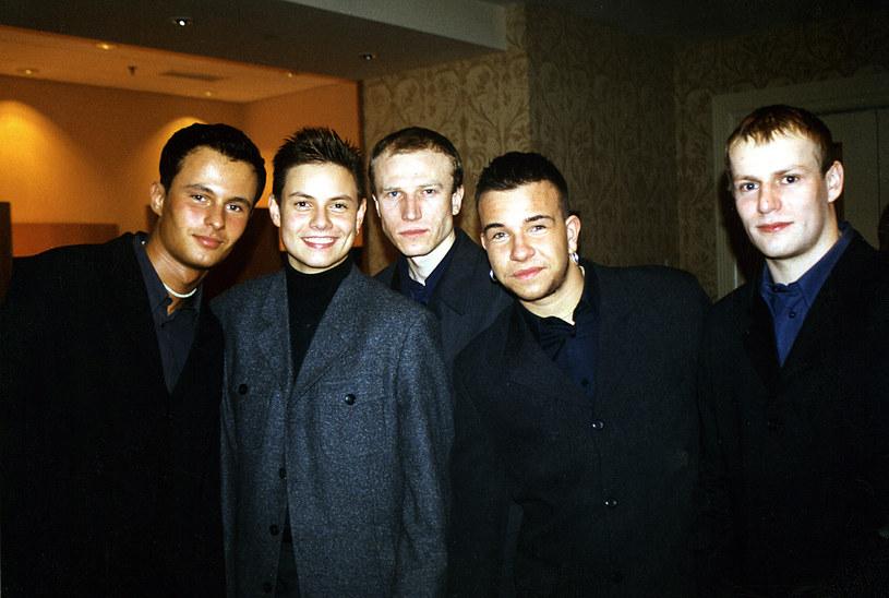 Shadi Atoun (pierwszy od lewej), Bartek Wrona (drugi od lewej), Grzegorz Kopala (w środku), Daniel Moszczyński (drugi do prawej), Robert Kryla (pierwszy od prawej)