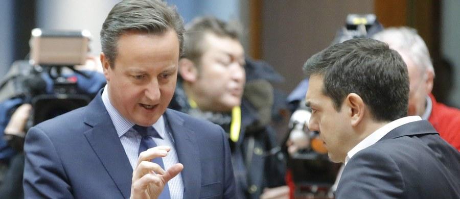 """Nieoficjalnie mówi się, że żadna ze spornych kwestii w sprawie porozumienia Wielkiej Brytanii z Unią Europejską nie została jeszcze rozstrzygnięta – donosi z Brukseli reporter RMF FM Paweł Balinowski. Przedstawiciele państw członkowskich rozpoczęli kolejny etap negocjacji w siedzibie Rady Europejskiej. Nadal sporna pozostaje m.in. sprawa zasiłków dla obywateli Wspólnoty pracujących na Wyspach. Zwłaszcza po tym jak David Cameron zastrzegł, że chce, aby świadczenia były ograniczone aż przez 13 lat. Plan kompromisu ma po południu, podczas """"angielskiego lunchu"""" przedstawić Donald Tusk."""