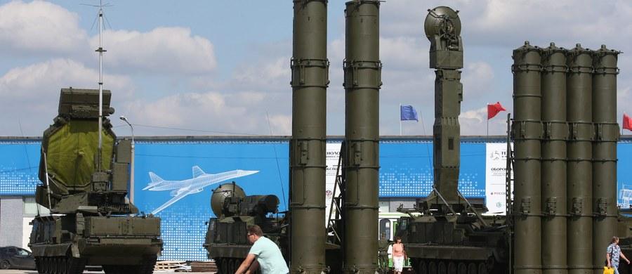 """Budżet Ministerstwa Obrony Federacji Rosyjskiej na 2016 rok zostanie obcięty o 5 proc. - poinformował dziennik """"Wiedomosti"""", powołując się na źródło zbliżone do tego resortu. Wszystko przez recesję, w której pogrąża się gospodarka Rosji."""