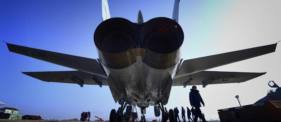 Rosja wzmocniła swą bazę wojskową Erebuni w Armenii. Na miejsce wysłano myśliwce czwartej generacji i śmigłowiec transportowy - poinformowało rosyjskie ministerstwo obrony.