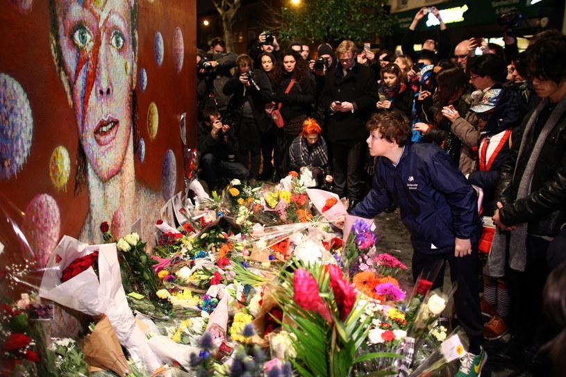 Mural przedstawiający Davida Bowiego - jednego z najważniejszych muzyków XX wieku - powstanie w Warszawie. Malowidło upamiętnić ma krótką wizytę Bowiego w stolicy w 1973 r. Jeszcze w lutym ogłoszony zostanie konkurs na projekt muralu.
